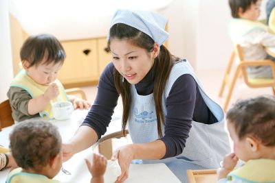 8:30~17:15または9:00~17:45固定時間勤務のため家事や子育てと両立しやすい認可保育園