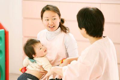 家事や子育てと両立しながら勤務している先生も多い認可保育園