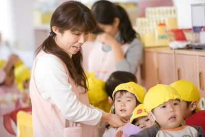 家事や子育てと両立しながら勤務している先生も多い幼稚園