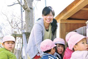 自然に囲まれた環境で体を動かしてのびのびと遊ぶことも大切にした幼稚園
