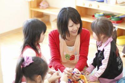 こどもの目の高さでお話をし、こども達ひとり一人の気持ちに寄り添うことを大切にした小規模な幼稚園