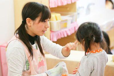 こどもの目線に合せて遊びの時間も大切に保育をしている小規模な幼稚園