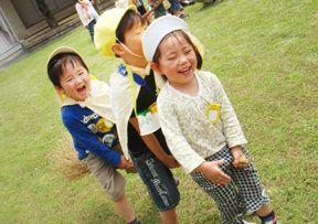 晴れた日は園庭で遊んだり近くの公園へお散歩をしたりなど子どもたちも先生達も元気な認可保育園