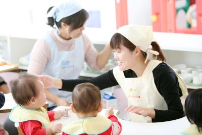 園長先生も子育てに理解があるため、子育てと両立しながら勤務している先生も多い認可保育園
