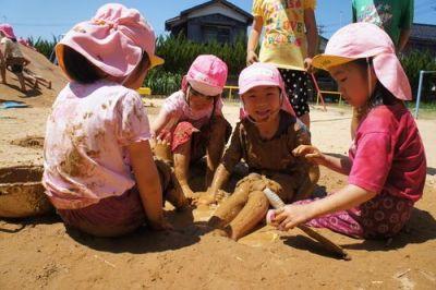 【埼玉県 さいたま市緑区(浦和美園駅)】 泥んこ遊び等たくさん遊んで、のびのびと保育をしている認可保育園