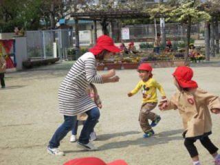 晴れた日は広い園庭でのお外遊びも大切にしている幼稚園