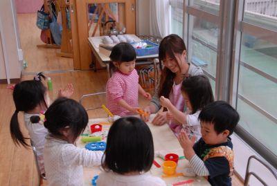 1クラス辺りも少人数なのでこども達ひとり一人と関わることができる小規模でこじんまりとした幼稚園