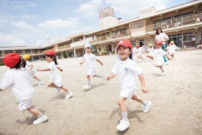健康的な身体作りや広い園庭での外遊びも大切にしている幼稚園