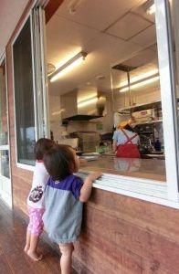 給食調理の実務経験やブランクのある方・子育て中の方など問わず歓迎している認可保育園