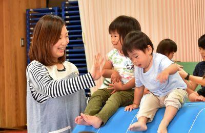 子ども達ひとり一人としっかり関わることが出来る小規模でアットホームな環境の認可保育園(0歳児6名、1歳児11名、2歳児12名、3歳児17名、4歳児17名、5歳児17名 計80名)