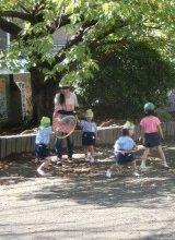 夏休みや冬休みなど長期休暇中はお休みのため子育てと両立しやすい幼稚園